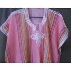 Djellaba rose claire à rayures verticales motif