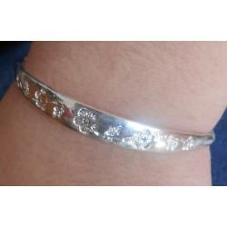 Bracelet argenté porté