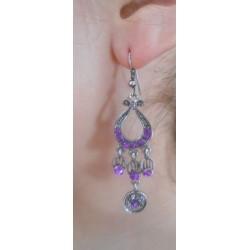 Boucles d'oreilles harpe violette portées