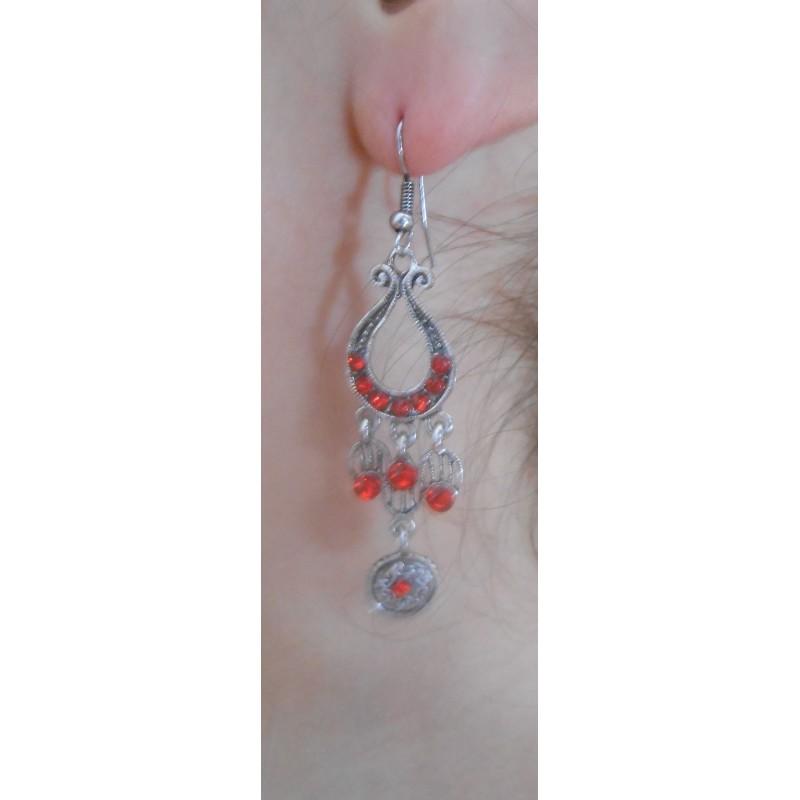 Boucle d'oreilles harpe rouge portées